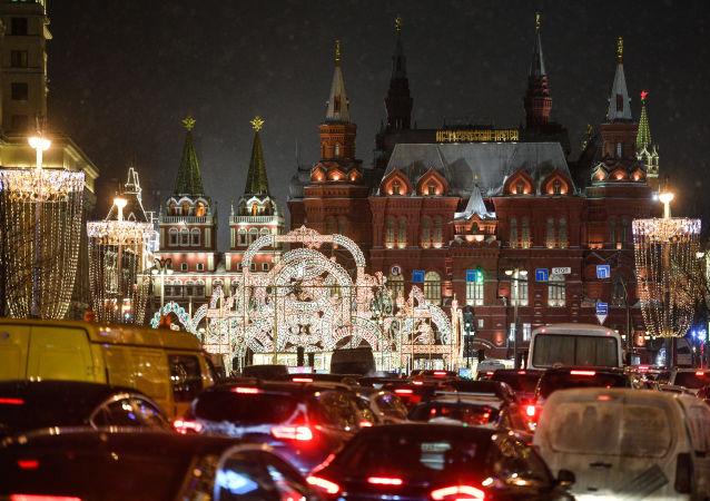 افتتاح مهرجان رحلة إلى عيد الميلاد في ساحة مانيجنايا بموسكو.