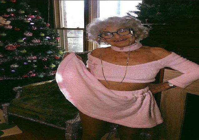 سيدة مسنة تشعل انستغرام