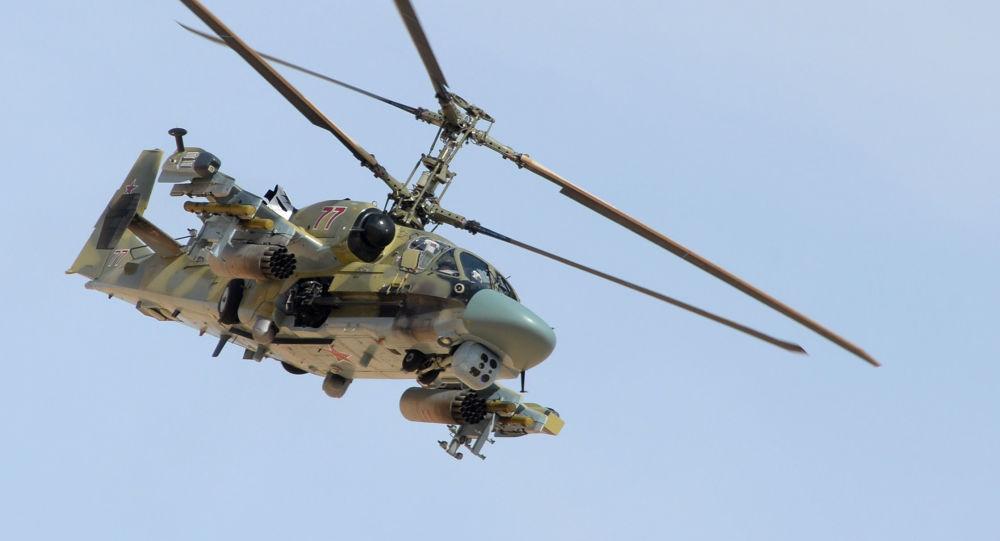 مروحية كا-52 القاطور (التمساح الأمريكي) خلال عملية عسكرية بمدينة القريتين، سوريا