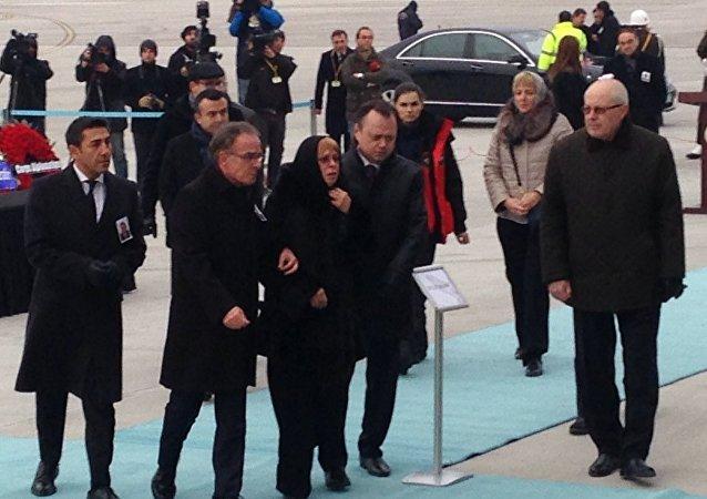 نقل جثمان السفير الروسي أندريه كارلوف من مطار أنقرة