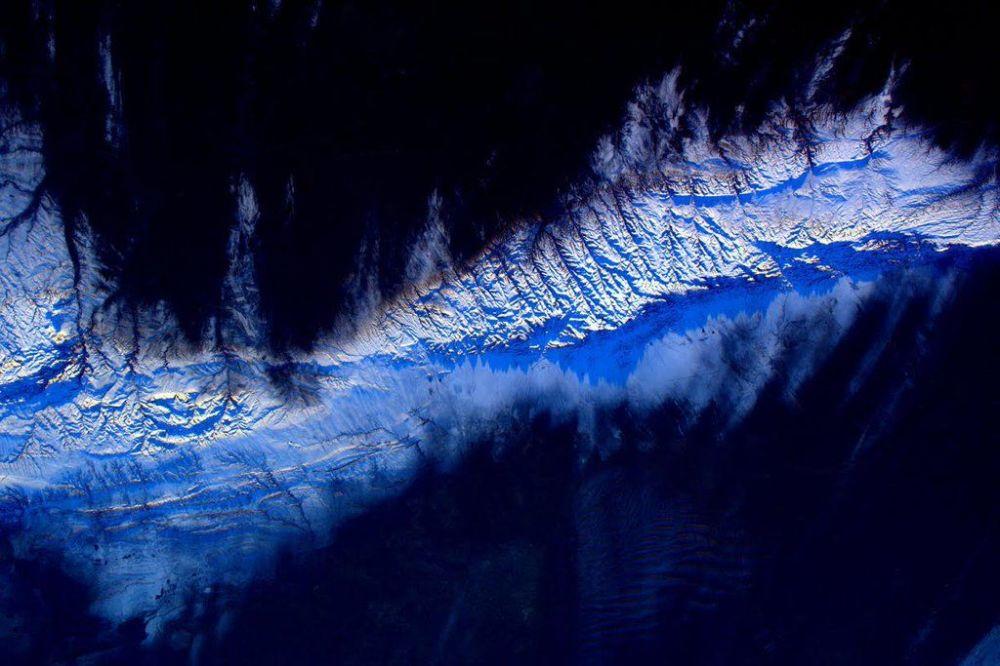 صورة لكوكب الأرض من قبل رائد الفضاء الأمريكي سكوت كيلي من محطة الفضاء الدولية
