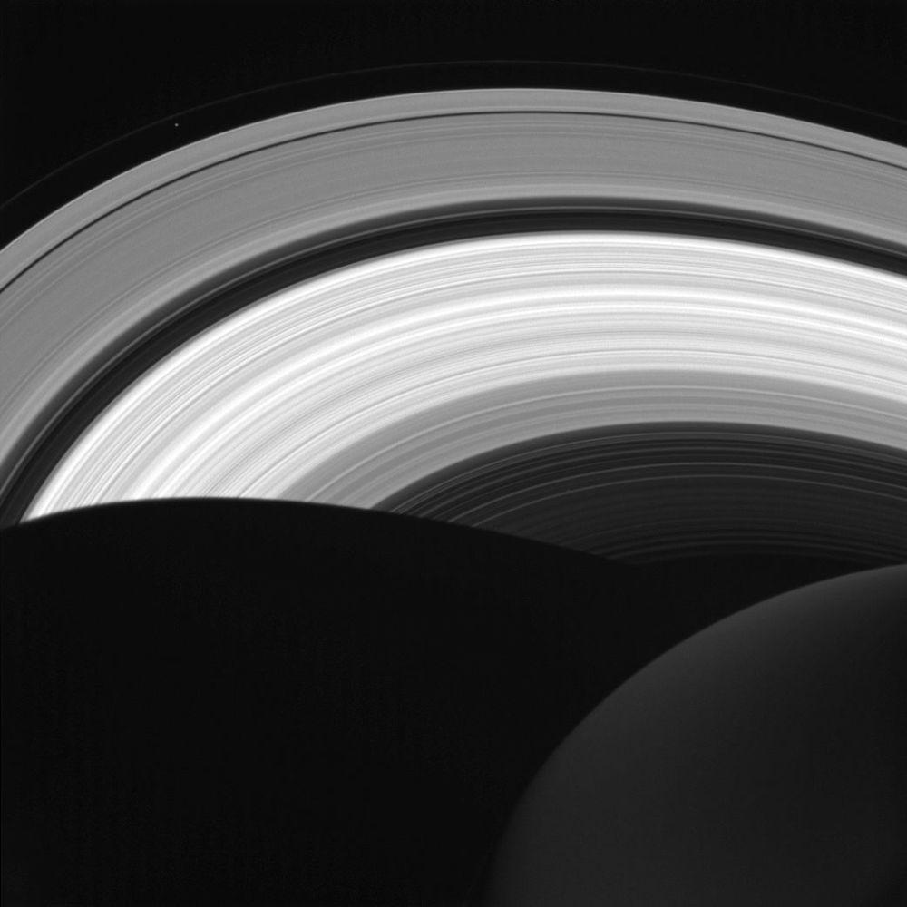 صورة لحلقات كوكب زحل، من قبل المركبة الفضائية كاسيني