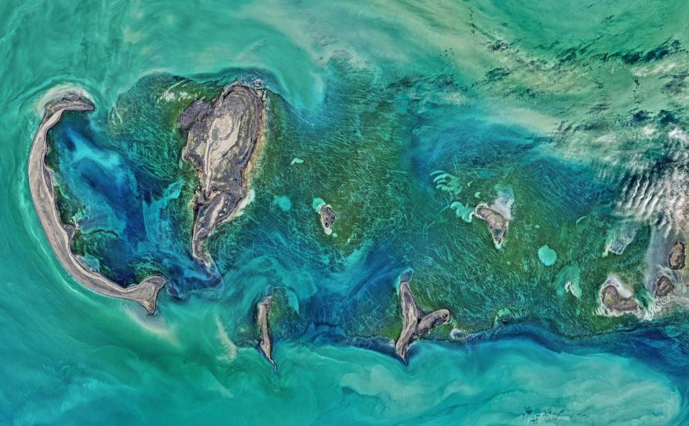 صورة التقطتها الأقمار الصناعية Landsat 8 لجزر/ أرخبيل تيولينيي في بحر قزوين