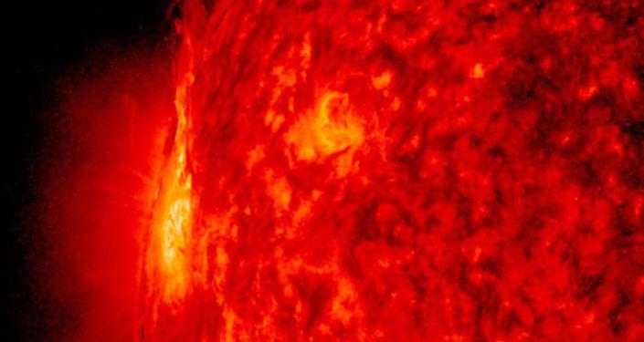"""""""الأولى على الإطلاق"""".. تلسكوب يلتقط مشاهد لـ """"هياكل الشمس"""".. صور وفيديو"""