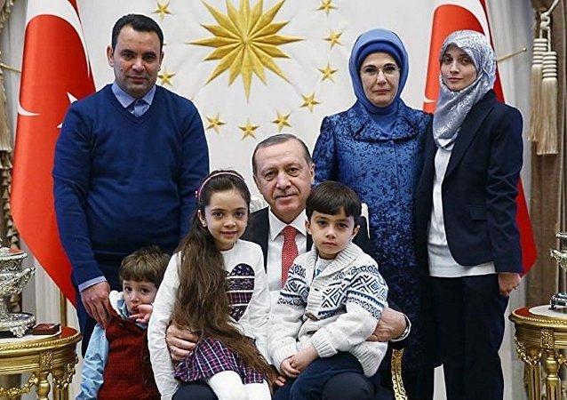 أردوغان والطفلة بانا العابد