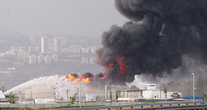 حريق صهاريج وقود في حيفا