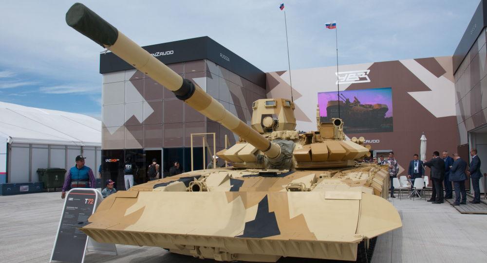 دبابة مطوّرة من طراز تي-72