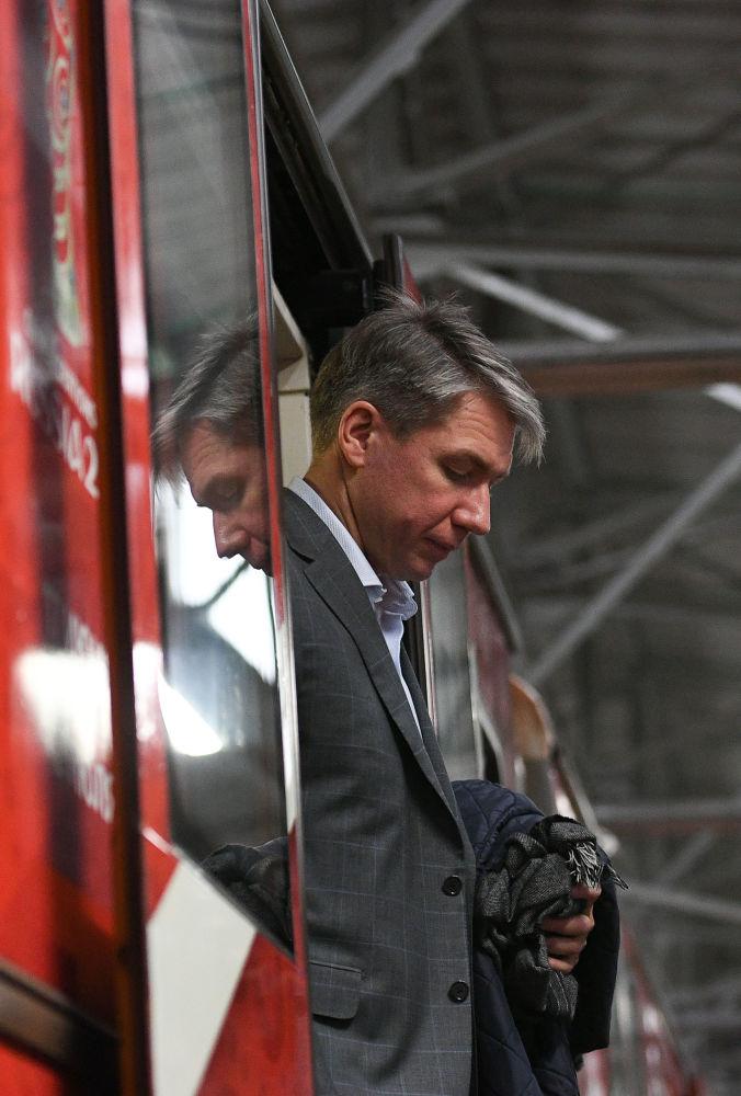 المدير العام للجنة المنظمة لكأس العالم روسيا-2018 اليكسي سوروكين في العرض الرسمي للقطار الجديد