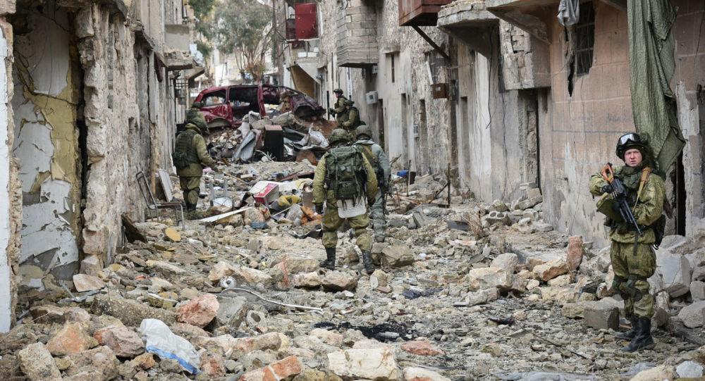 الجنود الروس خلال عملية إزالة الألغام في أحياء مدينة حلب، سوريا 29 ديسمبر/ كانون الأول 2016