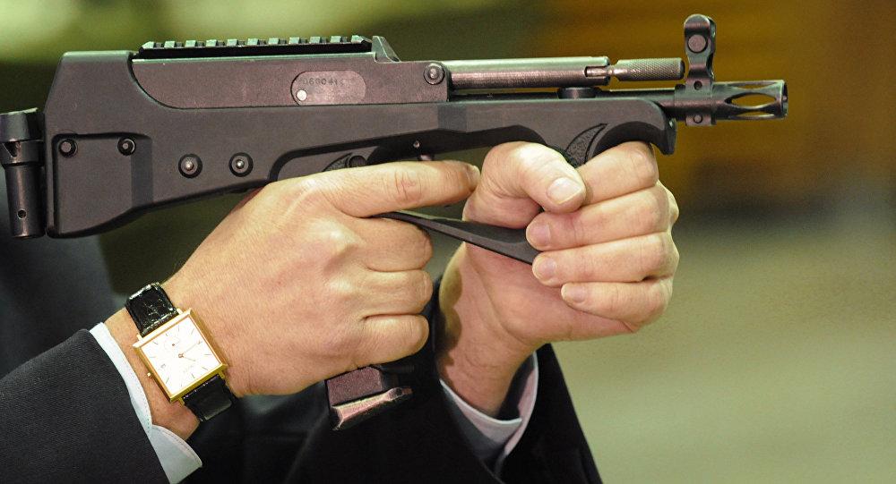 مسدس رشاش بي بي-2000