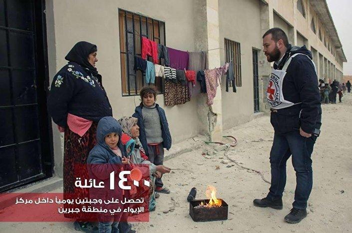 مساعدات الصليب و الهلال الأحمرين لسكان حلب