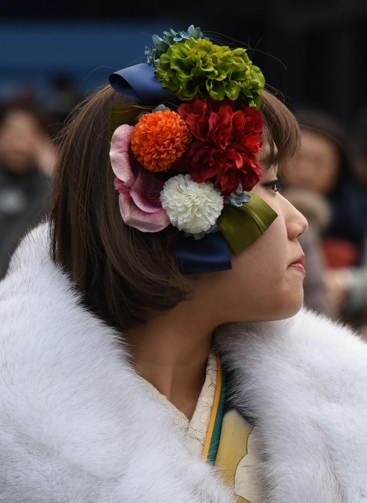 فتاة يابانية في حديقة ديزني لاند في يورياسو، اليابان 9 يناير/ كانون الثاني 2017