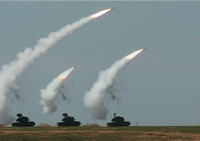 قوات الدفاع الجوي الروسية، التابعة لقوات المشاة تجري دريبا عسكريا في ضواحي موسكو