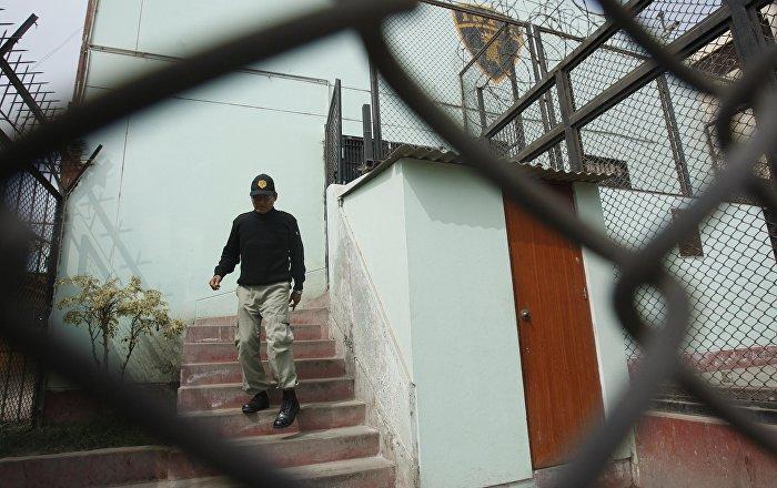 السماح لسجين سعودي بمحادثة والدته بعد مرور 9 سنوات.. فيديو وصور