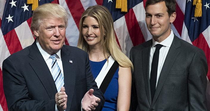 دونالد ترامب مع ابنته ايفانكا وزوجها