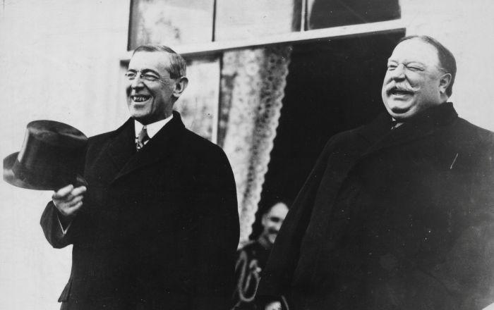 الرئيس الأمريكي ويليام هوارد تافت (يميم الصورة) والرئيس المنتخب الجديد (يسار الصورة) وودرو ويلسون، 1913