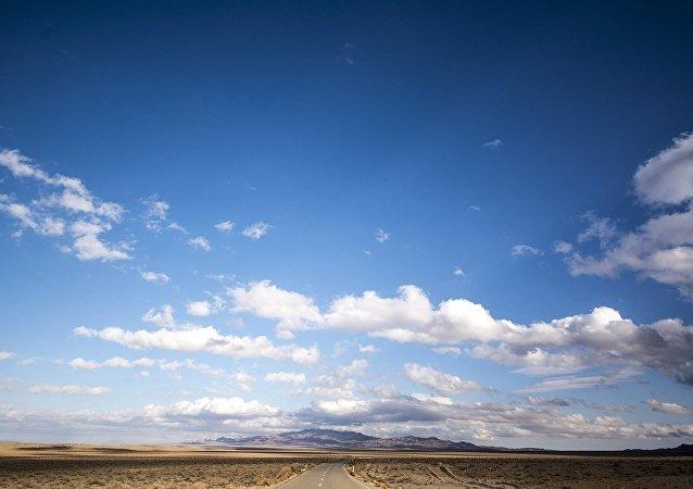الطريق السريع إلى تابالس حيث يمر عبر صحراء الملح