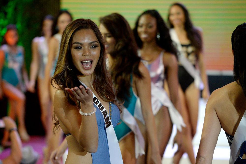 ملكة جمال الكون - ميس غوام، مونيكا جوي كروز، خلال عرض البيكيني في مدينة سيبو بالفلبين، 17 يناير/ كانون الثاني 2017