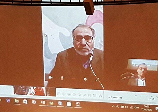 معارض سوري يشارك في المؤتمر