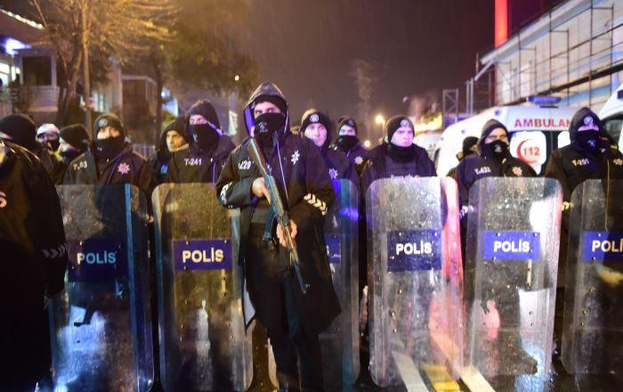 الشرطة التركية تفرق متظاهرين احتجاجا على عزل رؤساء بلديات أكراد
