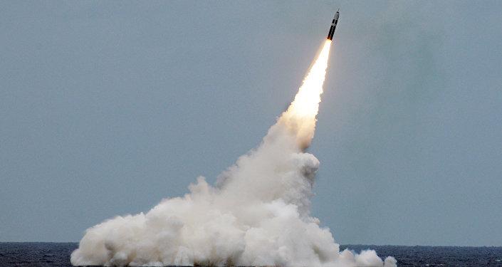إطلاق صاروخ ترايدنت