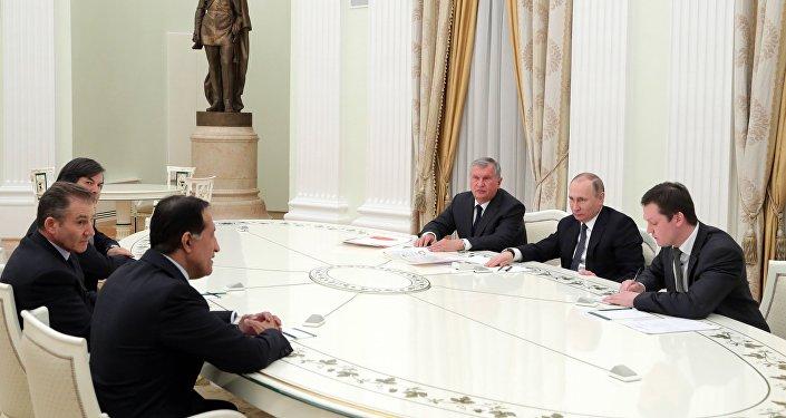 لقاء بوتين ومستثمرين أجانب