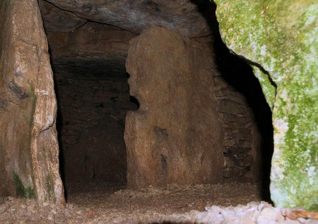 Cave tomb