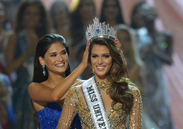 تتويج الفرنسية إيريس ميتينير بلقب ملكة جمال الكون لعام 2017 في مانيلا، الفلبين 30 يناير/ كانون الثاني 2017
