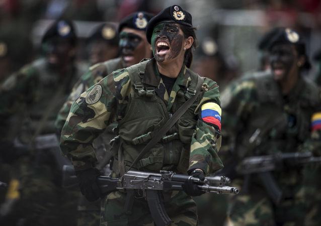 النساء المشاركات في العرض العسكري في كاراكاس، فنزويلا 1 فبراير/ شباط 2017
