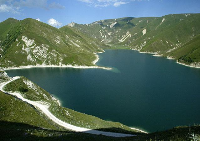 Lake Kezenoi Am in Vedeno District.