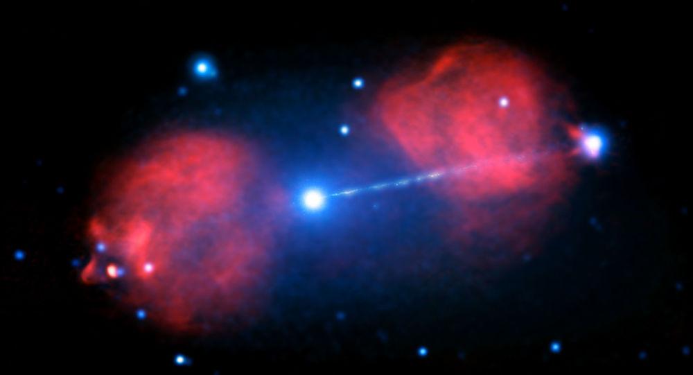 الثقب الأسود التابع للمجرة The Pictor، تنبعث منه طاقة ضوئية وجسيمات فضائية، وتبعد هذه المجرة 500 مليون سنة ضوئية عن الكرة الأرضية