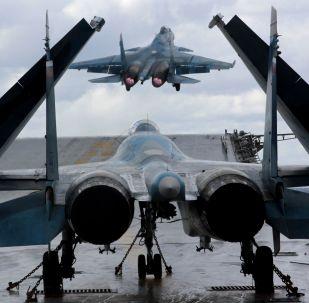 القاذفات الروسية سو-33 وميغ-29ك تقلع من على الطراد الأميرال كوزنيتسوف في البحر الأبيض المتوسط، والذي عاد إلى الوطن من سوريا في هذا الأسبوع