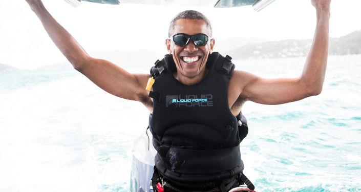الرئيس الأمريكي السابق باراك أوباما خلال قضاء عطلته في جزر فيرجين، 7 فبراير/ شباط 2017