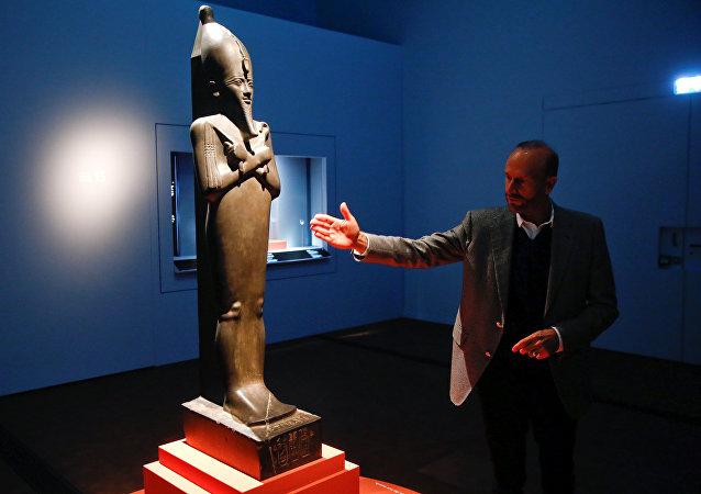 تمثال لأوزوريس في متحف زيورخ