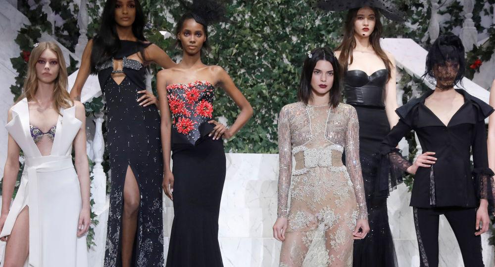 عارضات أزياء تقدم مجموعة أزياء خريف/ شتاء 2017 من لا بيرلا (La Perla) في أسبوع نيويورك للموضة، مانهاتن، الولايات المتحدة 9 فبراير/ شباط 2017