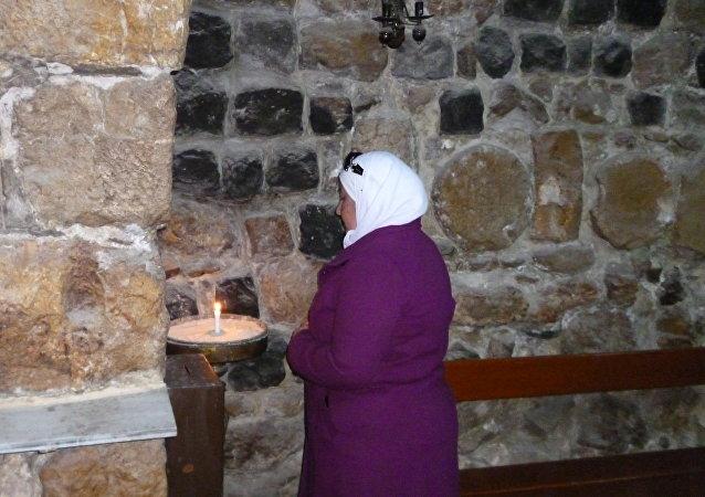ماذا فعلت هذه المسلمة السورية  داخل الكنيسة؟