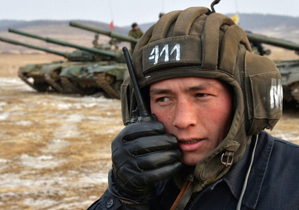 مشارك في بطولة روسيا بياتلون للدبابات وهجوم جنود سوفوروف في إقليم بريمورسكي كراي، روسيا