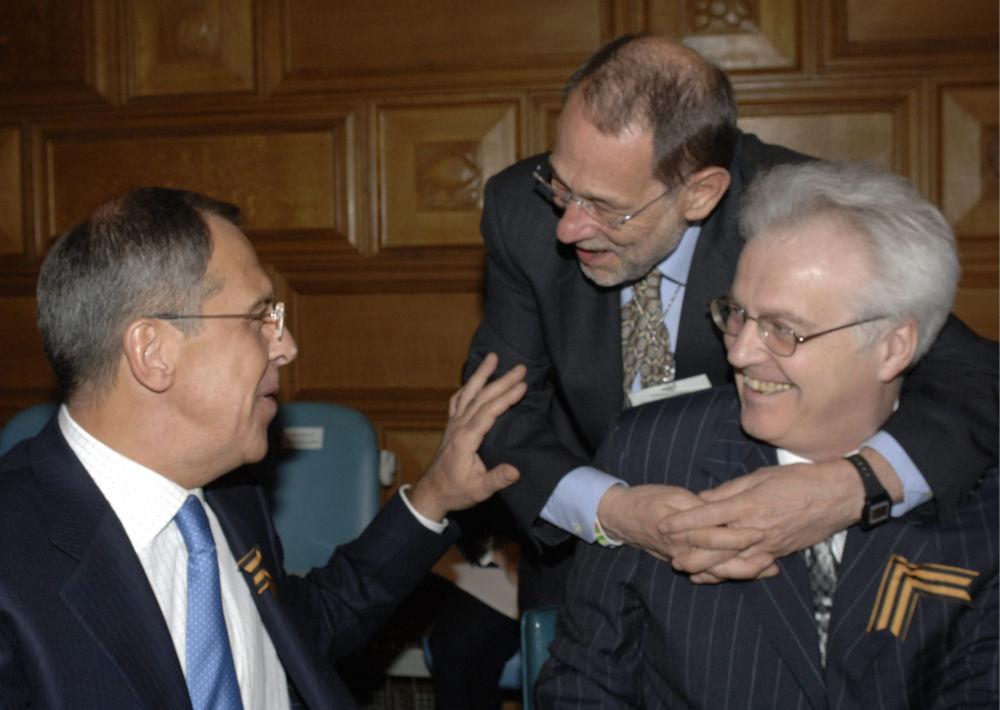 ممثل روسيا الدائم لدى الأمم المتحدة فيتالي تشوركين  ووزير الخارجية الروسي سيرغي لافروف والأمين العام للاتحاد الأوروبي خافيير سالانا خلال اجتماعهم في مقر الأمم المتحدة بنيويورك