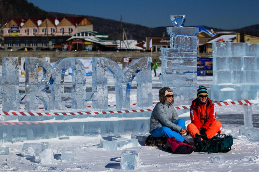 فتيات في مهرجان للألعاب الشتوية زيمنيادا-2017 في إقليم إركوتسك.
