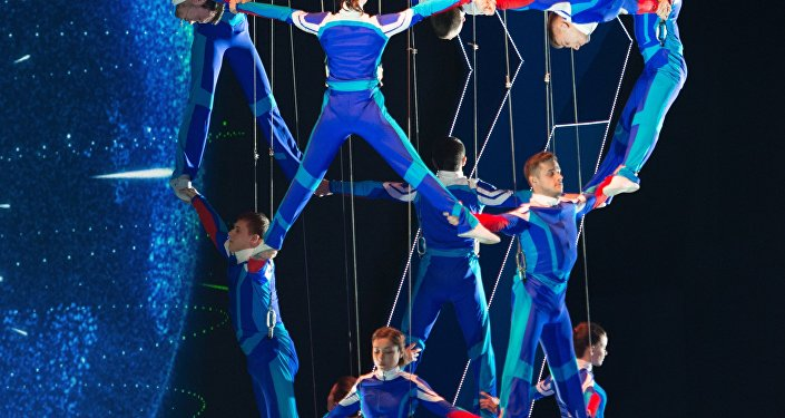 لوحة رياضية من حفل أفتتاح الألعاب العسكرية الشتوية في سوتشي