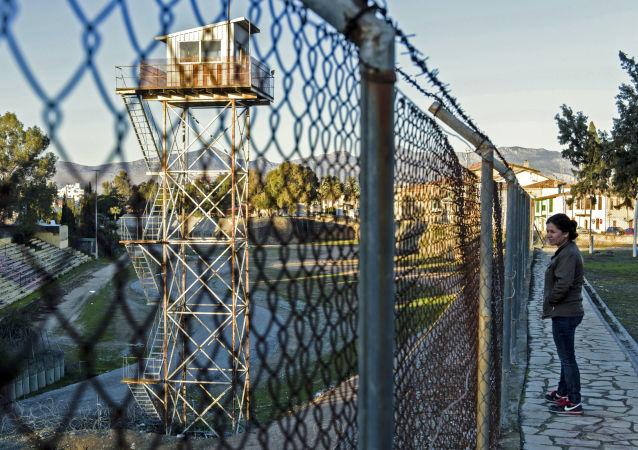 الخط الأخضر على الحدود اليونانية التركية الذي يفصل بين البلدين في جزيرة قبرص