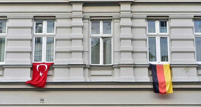 العلم التركي والألماني