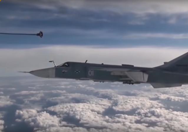 كيف تتزود القاذفة سو-24 بالوقود فوق السماء