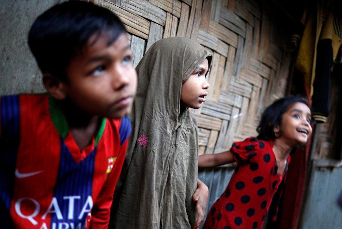أطفال لاجئون في بنغلادش، 15 فبراير/ شباط 2017