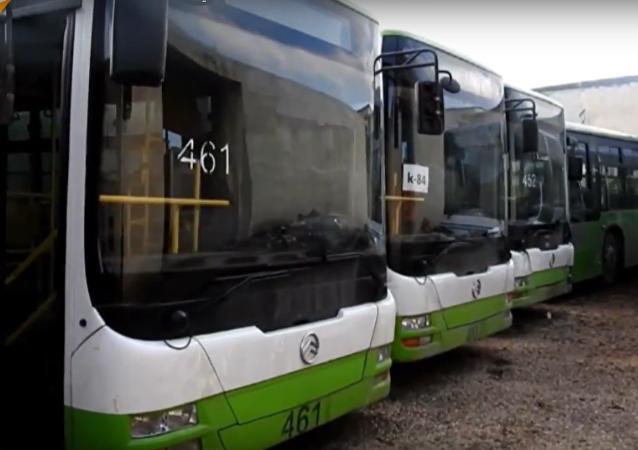 شاهد...ماذا حل بسائقي الحافلات الخضراء  الذين دخلوا ريف إدلب لغايات إنسانية