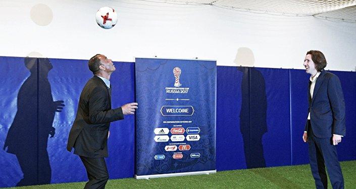 اللاعب البرازيلي كافو في زيارة لسانت بطرسبورغ