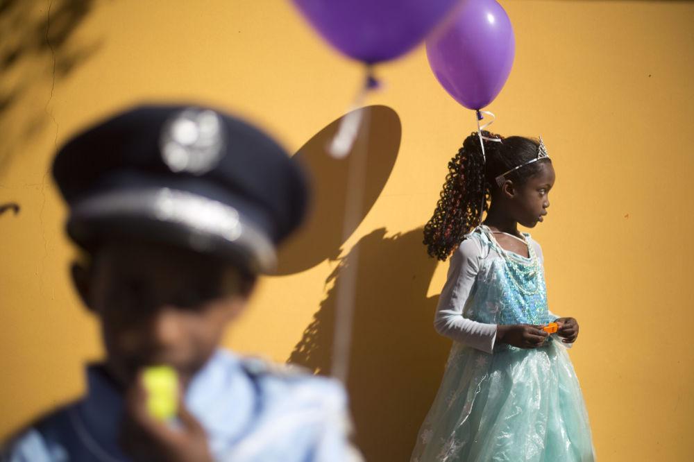 أطفال لاجئون، أغلبهم من إريتريا، خلال مهرجان بوريم في تل أبيب، 8 مارس/ آذار 2017