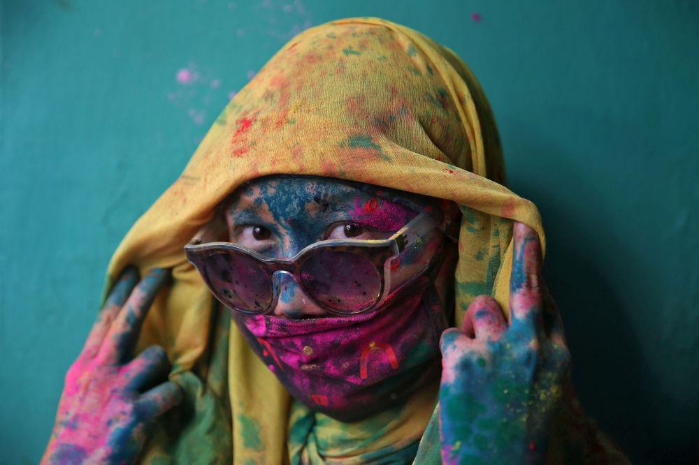امرأة خلال مهرجان الألوان هولي في الهند، 6 مارس/ آذار 2017