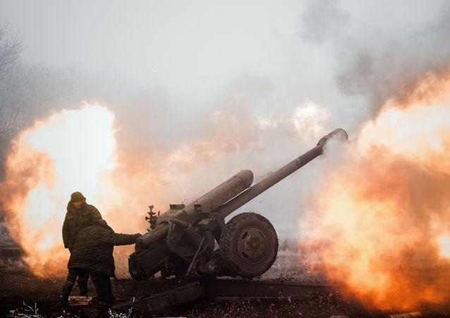 خط التماس بين المدافعين عن جمهورية دونيتسك والقوات الأوكرانية قرب بلدة ديبالتسيفو