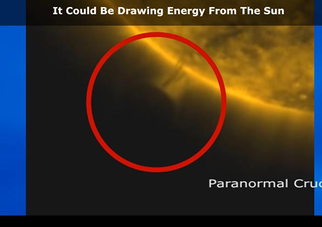 جسم غريب يقترب من الشمس